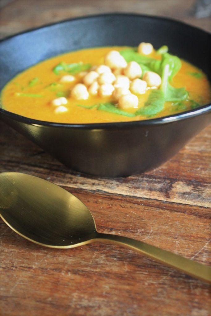 Pompoensoep recept met spinazie en kikkererwten Foodblog Foodinista