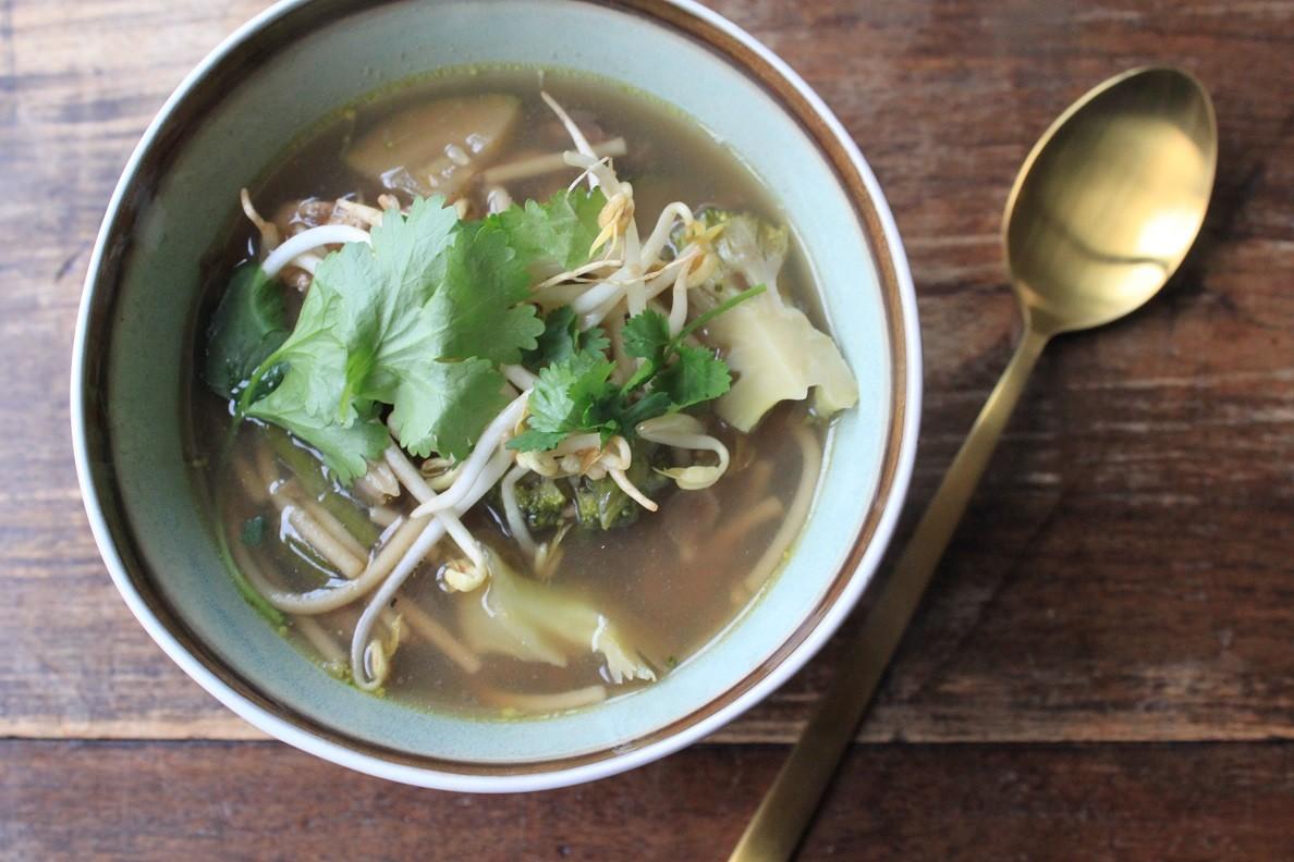 Aziatische kippensoep met paddenstoelen recept Foodblog Foodinista