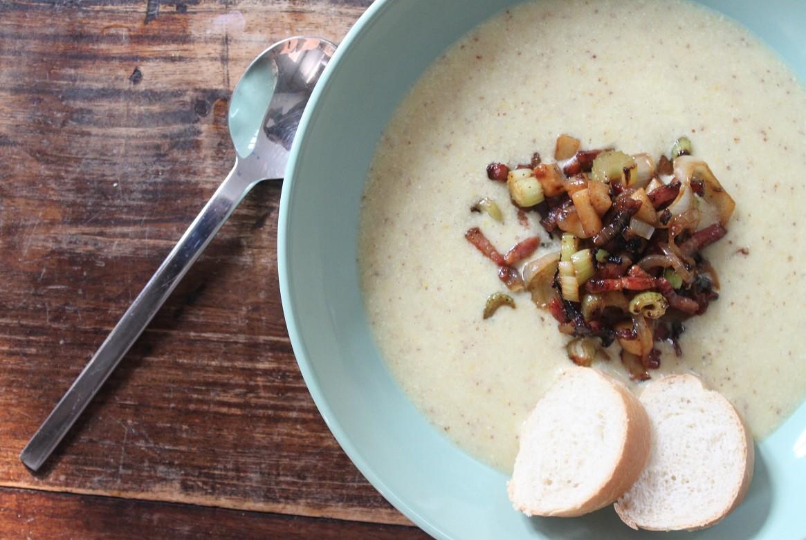 Mosterdsoep met spekjes, prei en aardappel recept van Foodblog Foodinista