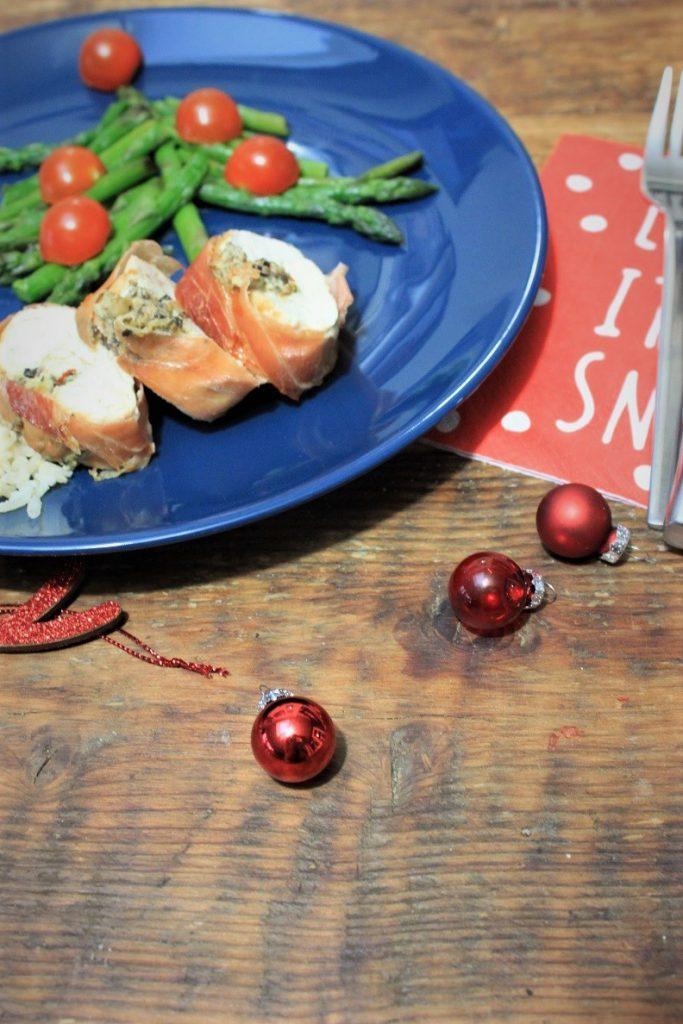 Kip gevuld met olijventapenade in rauwe ham budget kerstmenu van Foodblog Foodinista