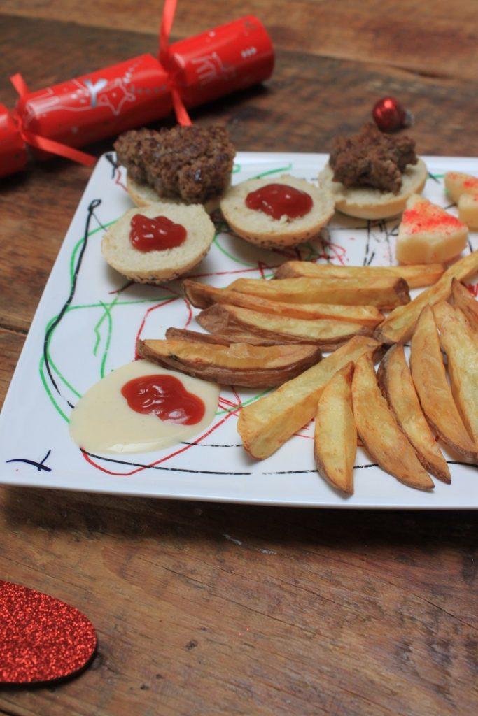 Kerstboom hamburger met kerstboomfrietjes kerstmenu voor kinderen recepten Foodblog Foodinista