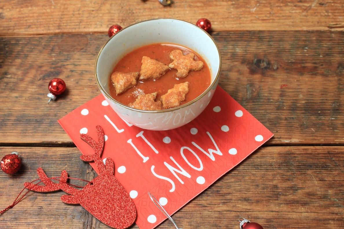 Kerstmenu voor kinderen - Tomatensoep met kerstfiguurtjes, hamburgers in stervorm met kerstboomfriet, kerstkoekjes tompouche recepten van Foodblog Foodinista