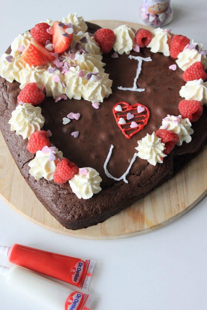 Valentijnsdag recept Brownietaart met mascarponeroom en rood fruit recept van Foodblog Foodinista