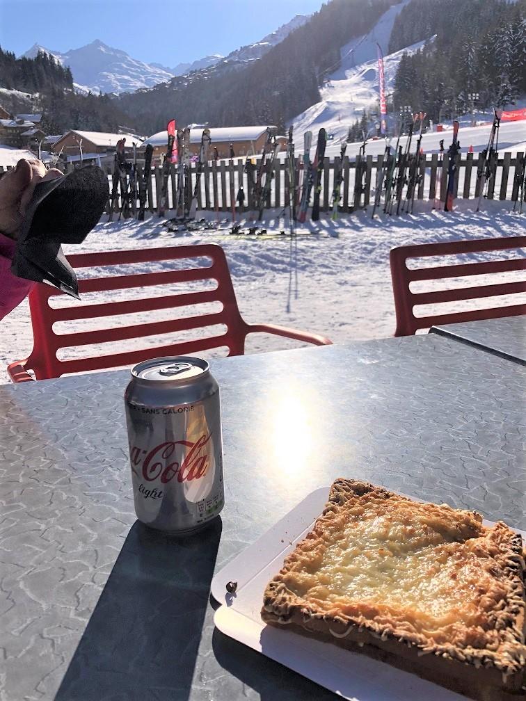 Croque met cola aan de piste Lunch na de skiles Méribel Foodblog Foodinista