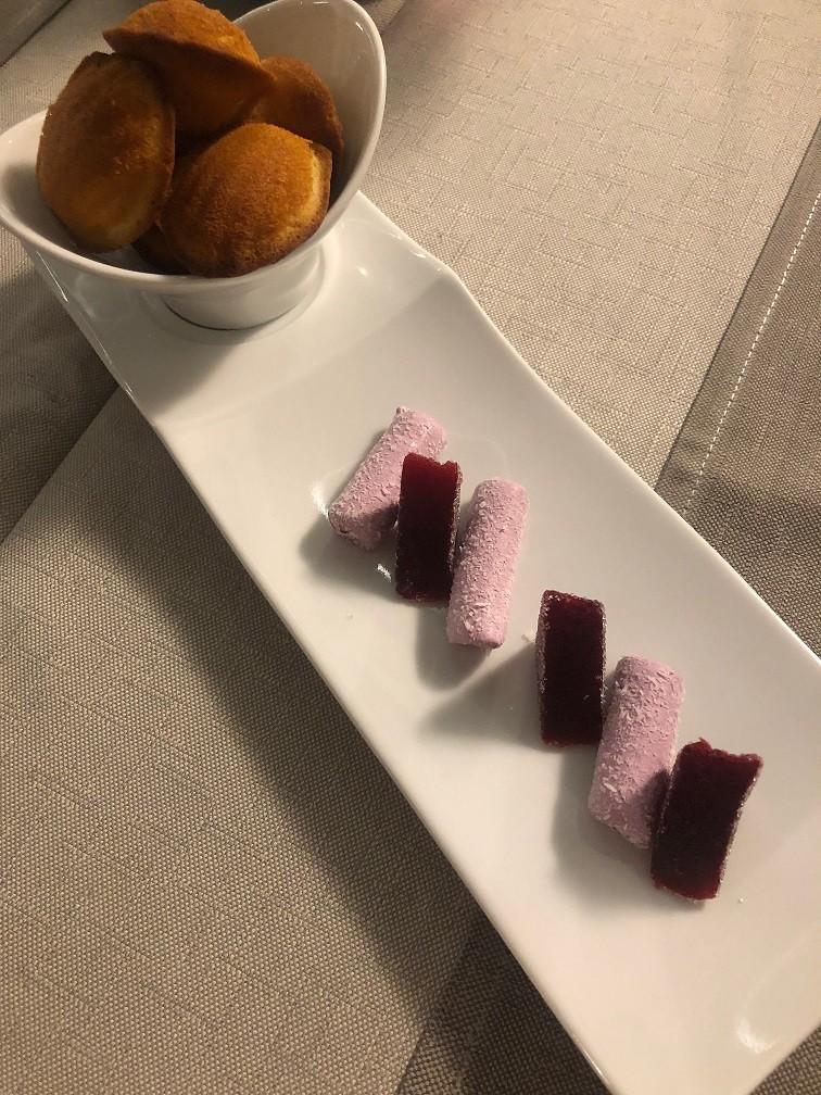 Huisgemaakte madeleine bij de thee restaurant Golf Hotel Brides les Bains Foodblog Foodinista