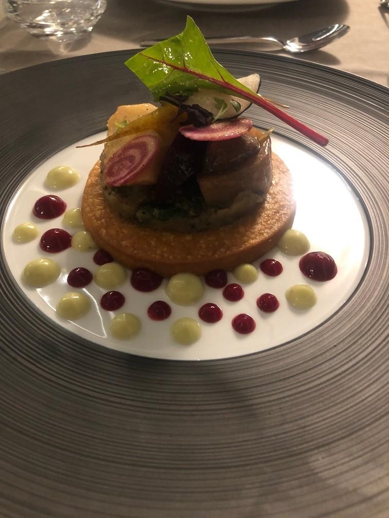 Parmezaan groente taartje bij Golf Hotel Birdes les Bains Reistips Foodblog Foodinista
