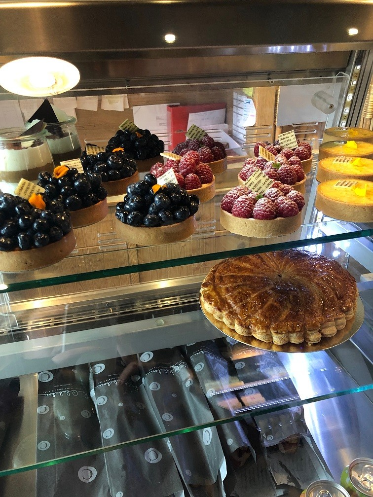 Patisserie in de shop van Le Chabichou in Courchevel Savoie Frankrijk Foodblog Foodinista Wintersport