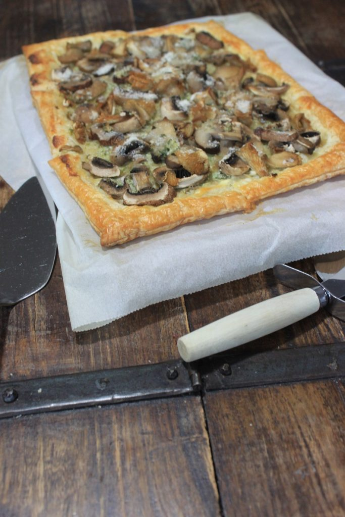 Plaattaart met gemengde paddenstoelen en kruidenroomkaas recept van Foodblog Foodinista