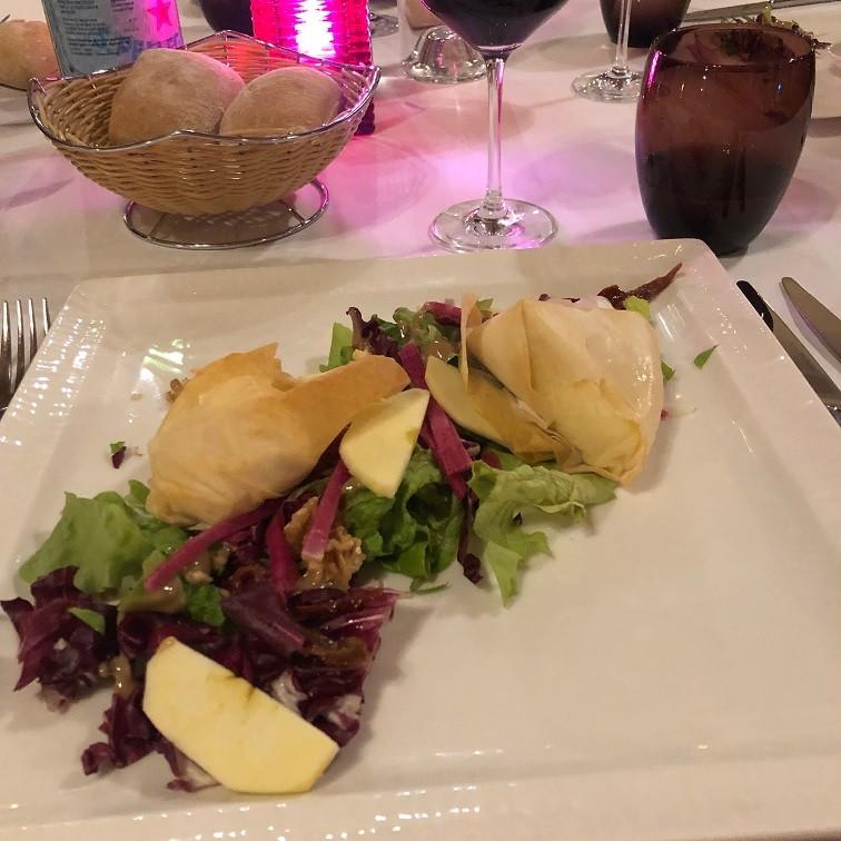 Reblochon kaas in brique voorgerecht bij Mercure Hotel Brides les Bains Foodblog Foodinista