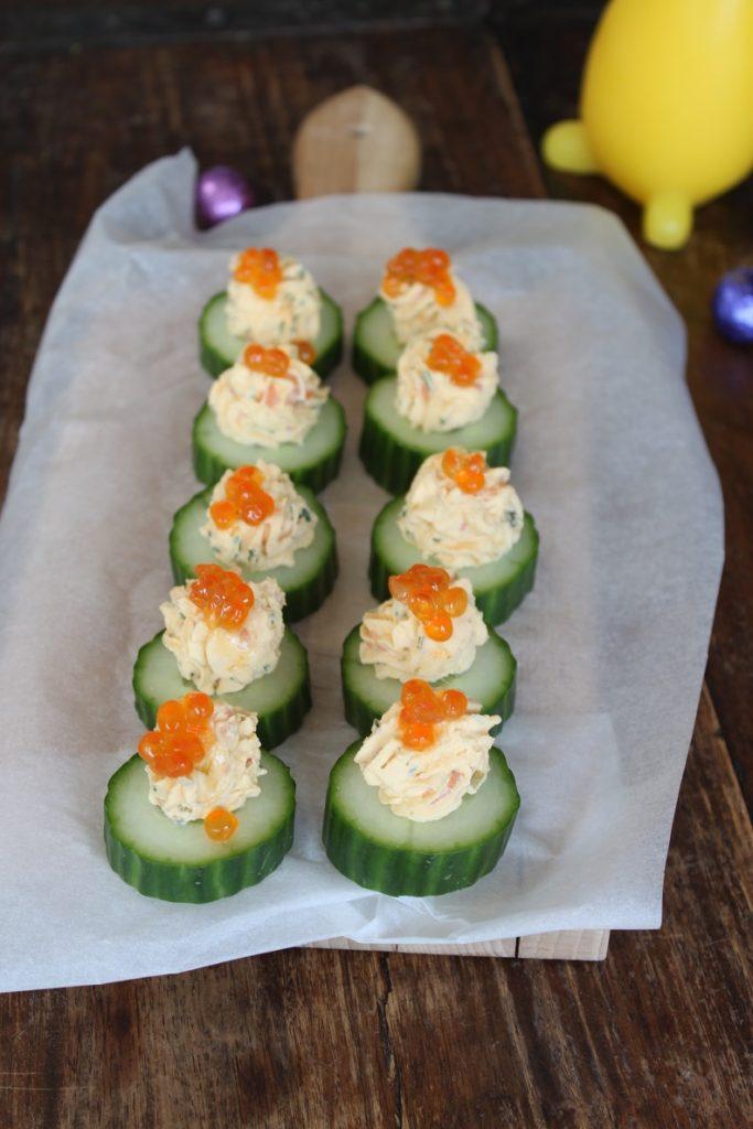 Gevulde komkommer met ei en zalm borrelhapje recept van Foodblog Foodinista
