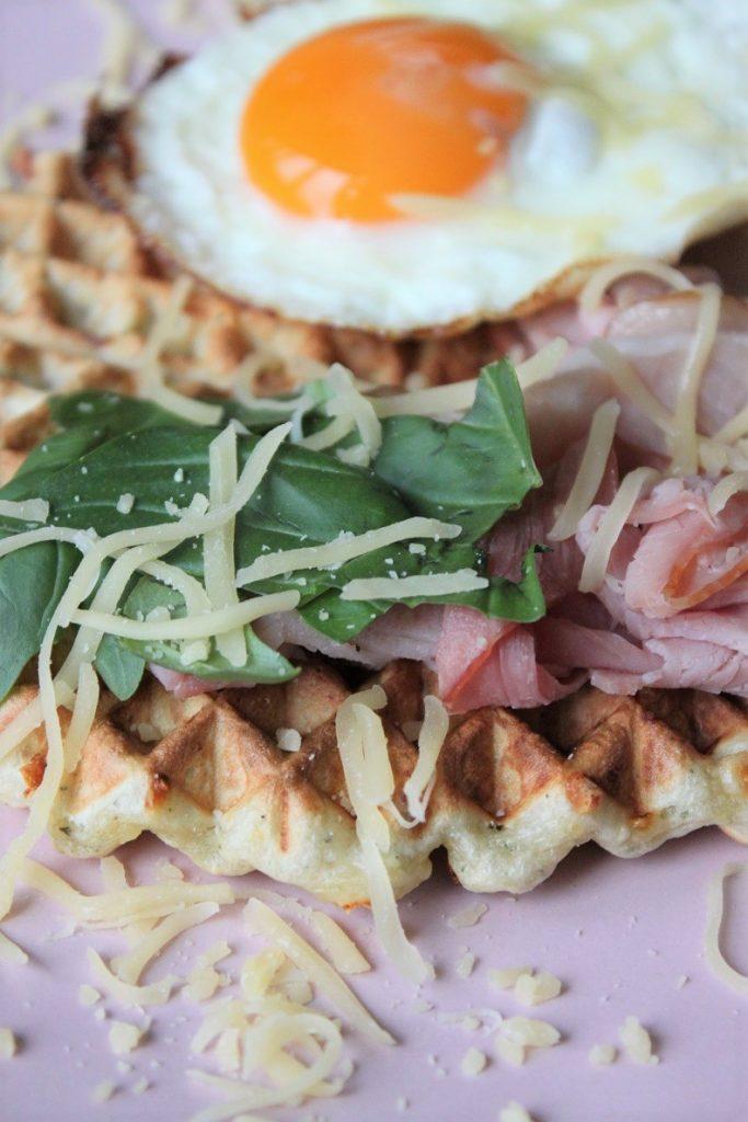 Hartige Italiaanse wafels met ei en ham recept van Foodblog Foodinista