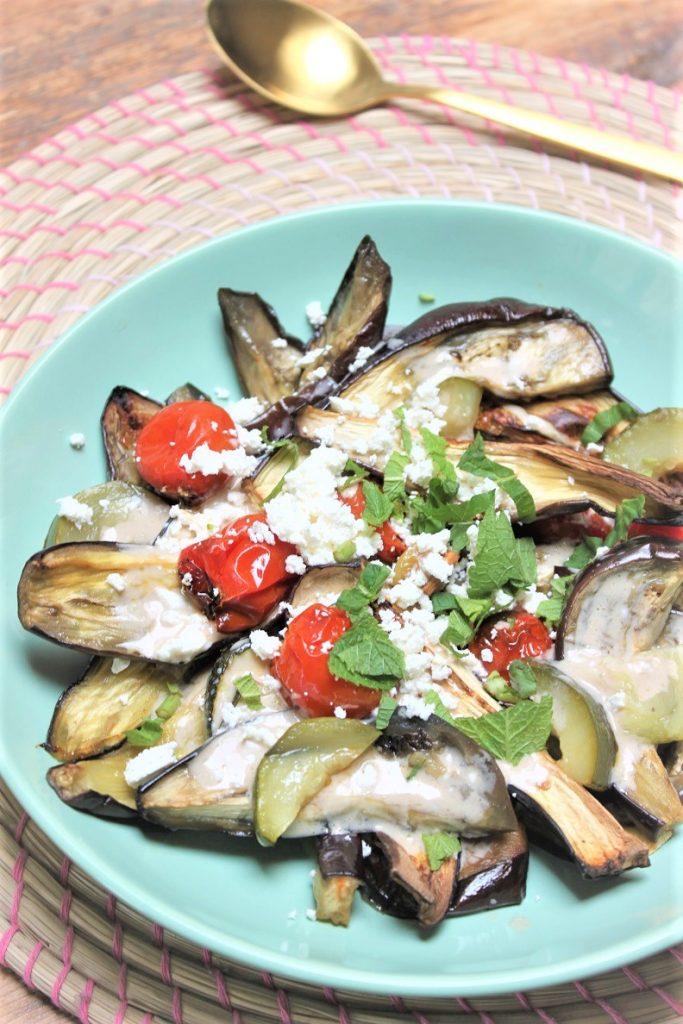 Geroosterde groente salade met oosterse salade en feta recept van Foodblog Foodinista