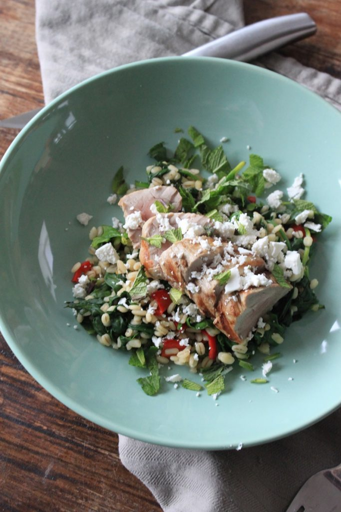 Varkenshaas recept met parelgortrisotto met spinazie, tomaat, en feta van Foodblog Foodinista