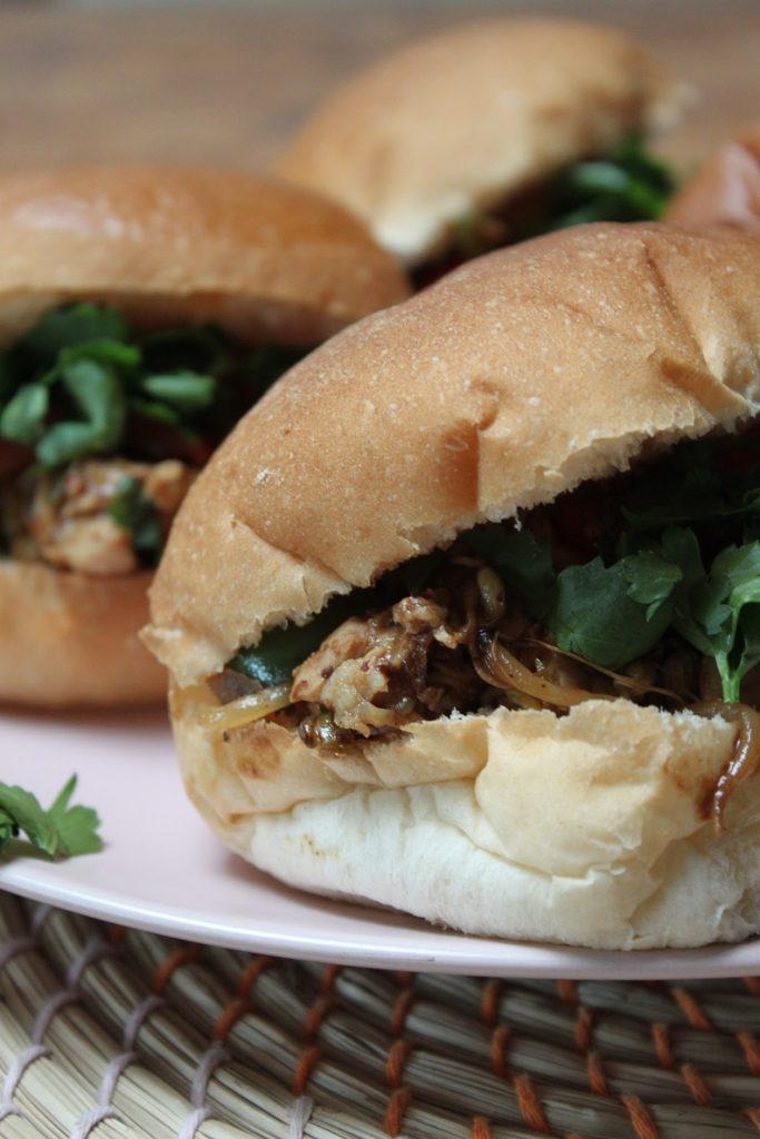 Broodje kip recept met Aziatische saus van Foodblog Foodinista