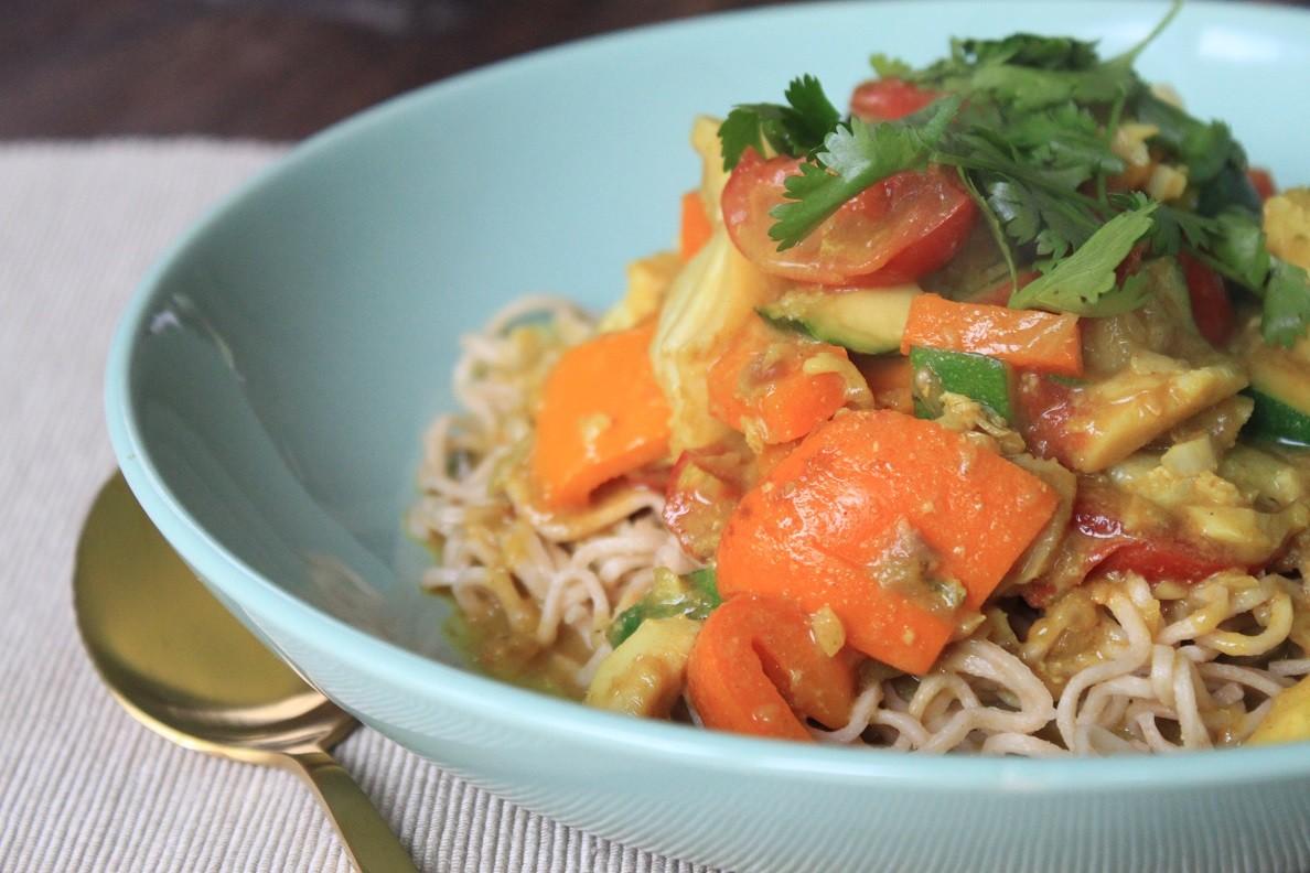 Noedels met garnalen in kerriesaus recept van Foodblog Foodinista