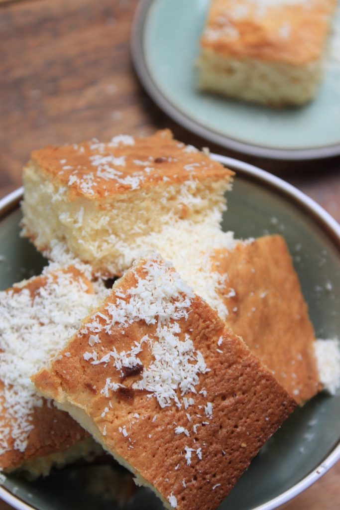 Blondies bakken met chocolade en kokos Foodblog Foodinista