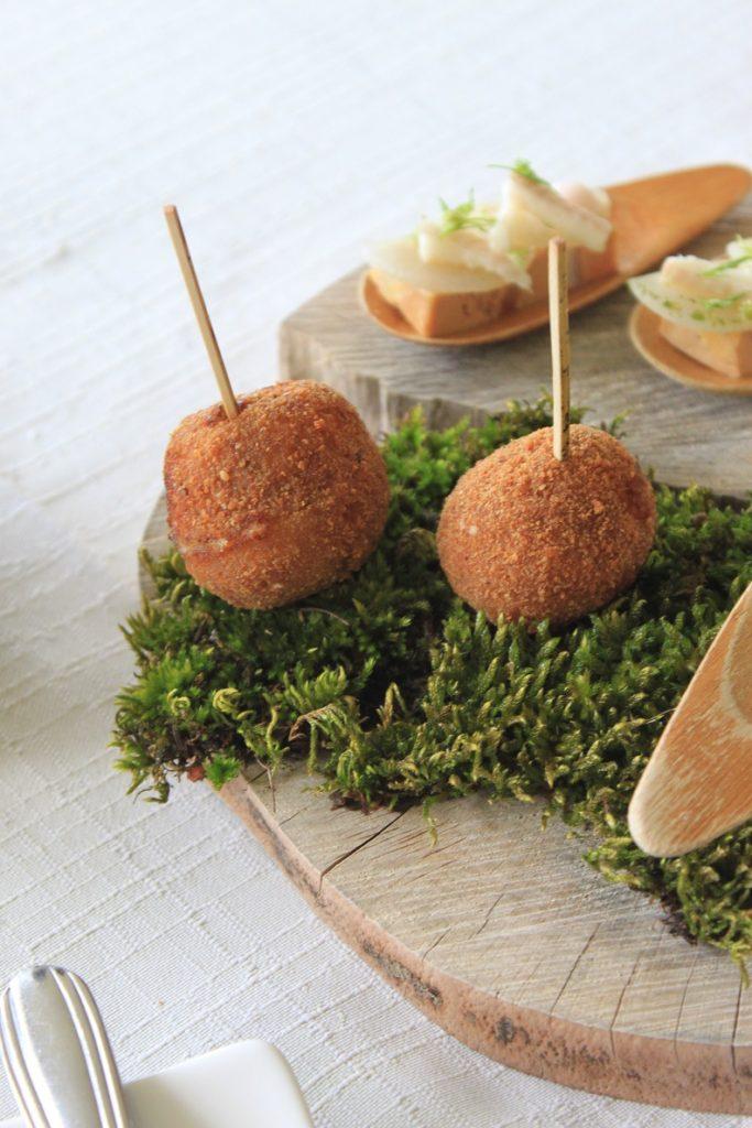 Escargot bitterballen Lokale amuse bij Michelin restaurant Du Levant Ardeche Frankrijk Foodblog Foodinista Reis tips
