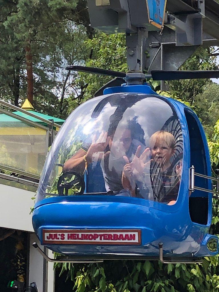 Vliegen in de helicopter door Julianatoren