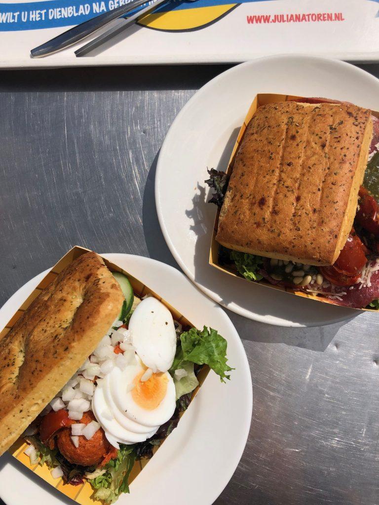 Verse en goed belegde broodjes carpaccio en filet american bij Julianatoren in Apeldoorn uit tips Foodinista