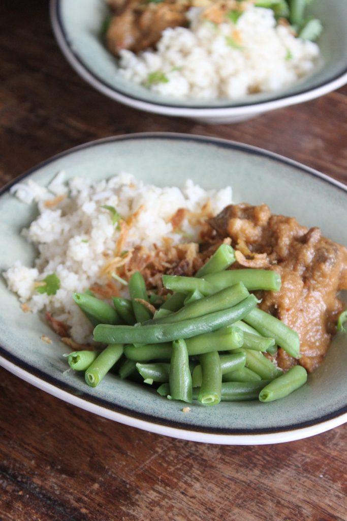 Stoofschotel recept met rundvlees in satésaus van Foodblog Foodinista
