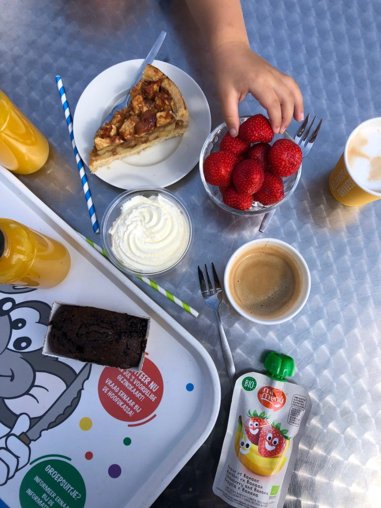 Koffietijd bij Julianatoren in Apeldoorn met lekkers uitgaanstips van Foodinista