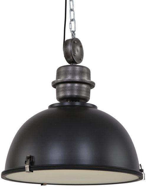 XXL hanglamp boven de eettafel