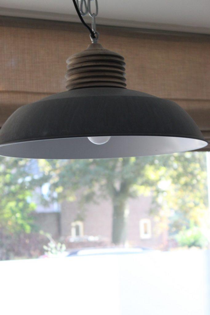 Lamp in de keuken boven de eettafel tips van Foodblog Foodinista
