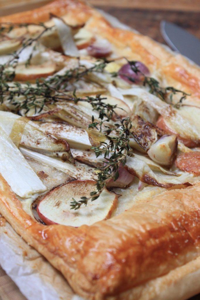 Plaattaart met geitenkaas, witlof en appel recept van Foodblog Foodinista