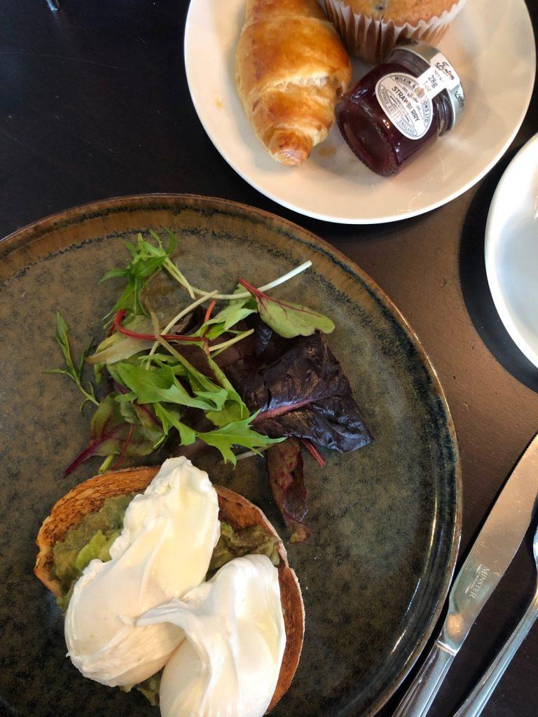 Verrassend Newcastle tips in de Engelse stad van Foodblog Foodinista Gepocheerde eiren met avocado op toast Vermont Hotel in Newcastle
