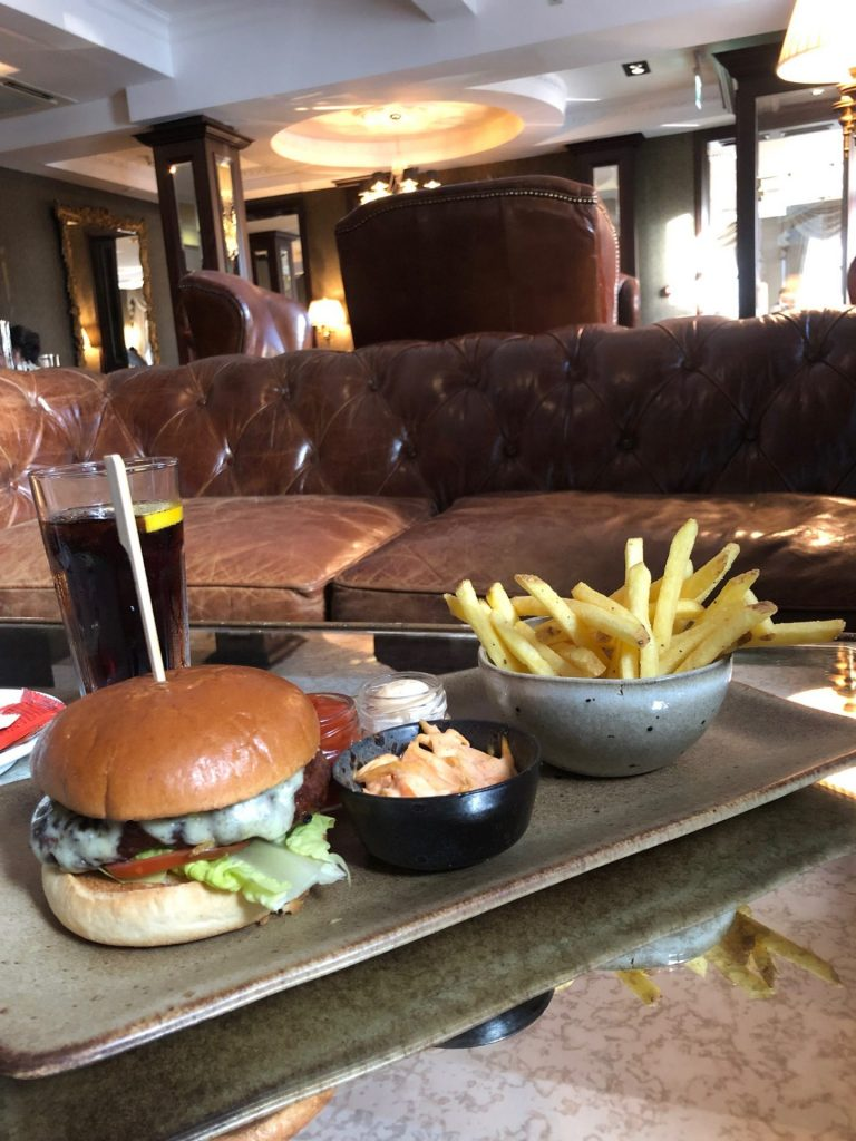 Verrassend Newcastle tips in de Engelse stad van Foodblog Foodinista Hamburgers met frietjes Vermont Hotel in Newcastle