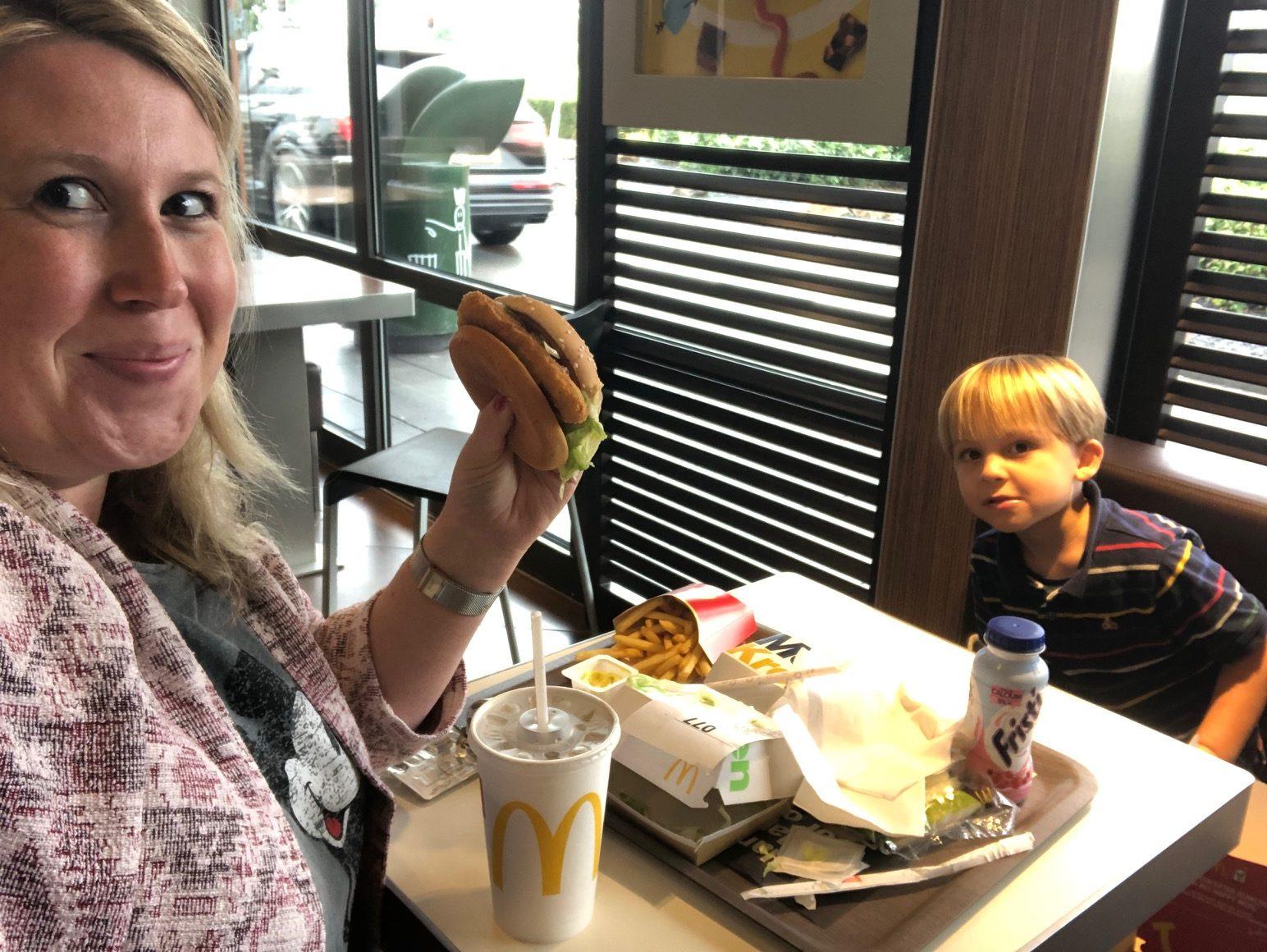 Samen naar de McDonalds Moeder en zoon Foodblog Foodinista