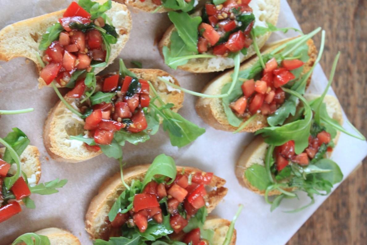 Italiaans recept bruschetta tomaat met kruidencreme van Foodblog Foodinista