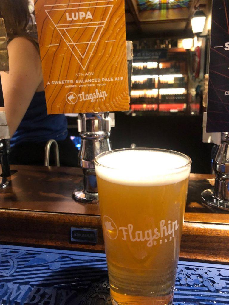 Vegan ale van Flagship tijdens de pubtour in Liverpool reistips van Foodblog Foodinista in Liverpool