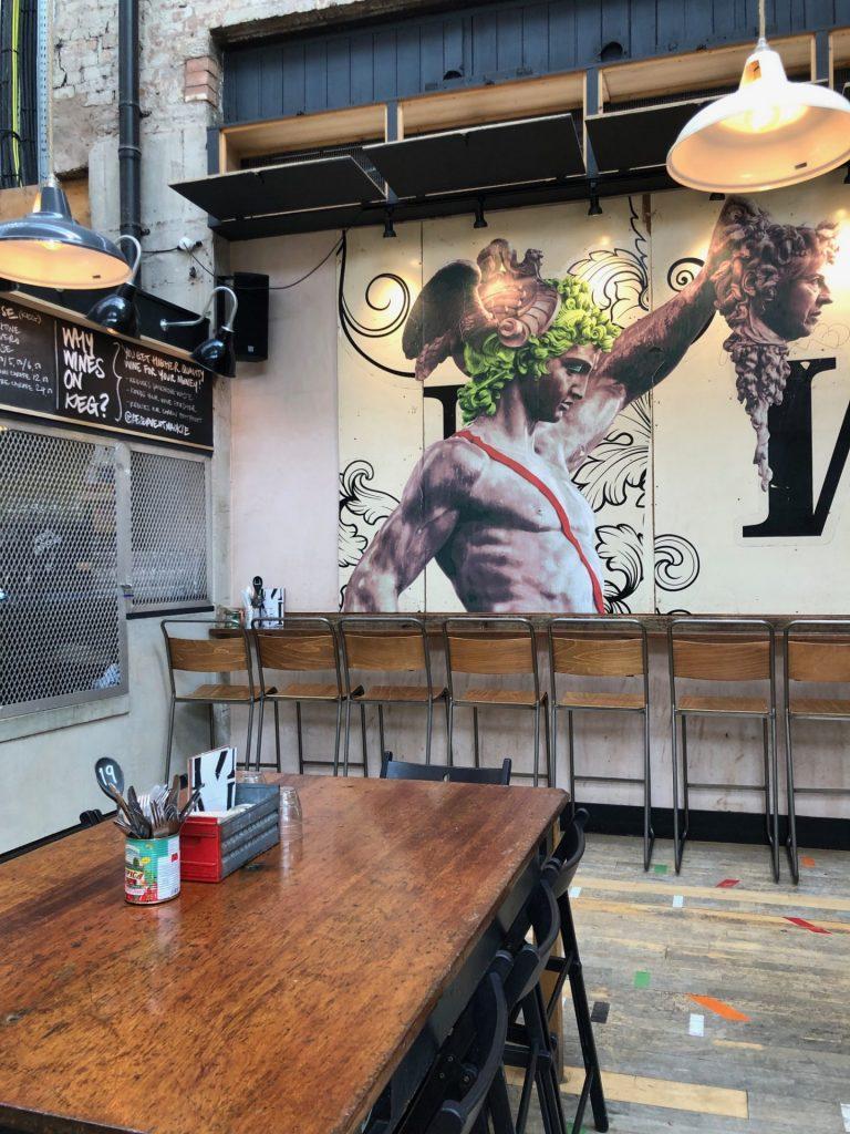 Muurschilderingen Mackie Mayor Foodhall Eten en drinken tips in Manchester Foodblog Foodinista