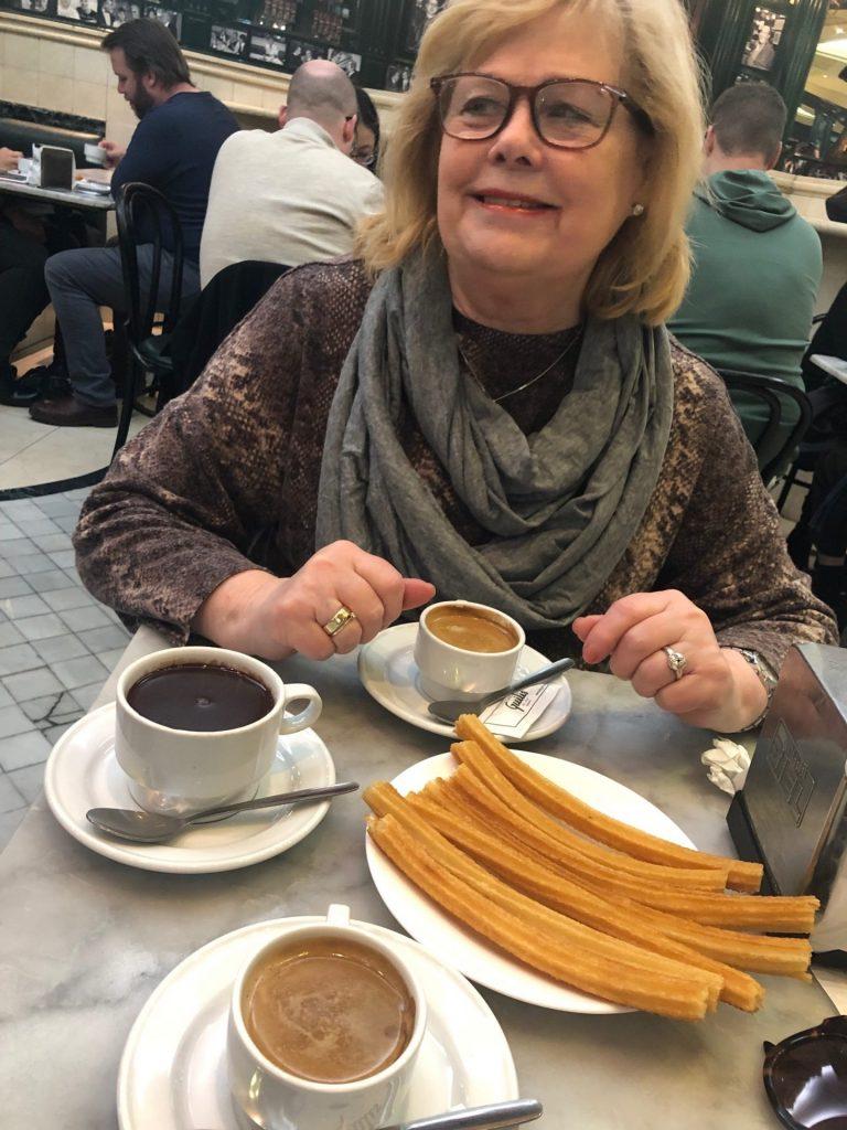Stedentrip Madrid Churros met chocolade eten bij San Gines tips van Foodinista