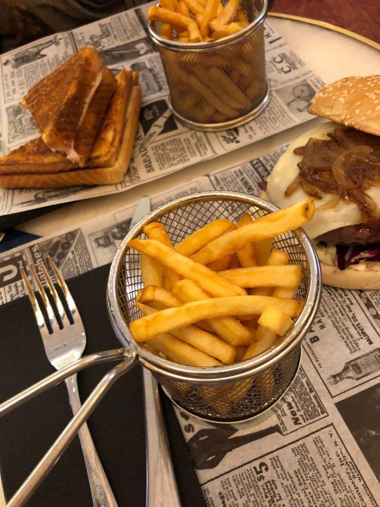 Iberico hamburgers en tosti's eten bij H10 Boutique hotel Gran Via in Madrid hotel tips van Foodblog Foodinista