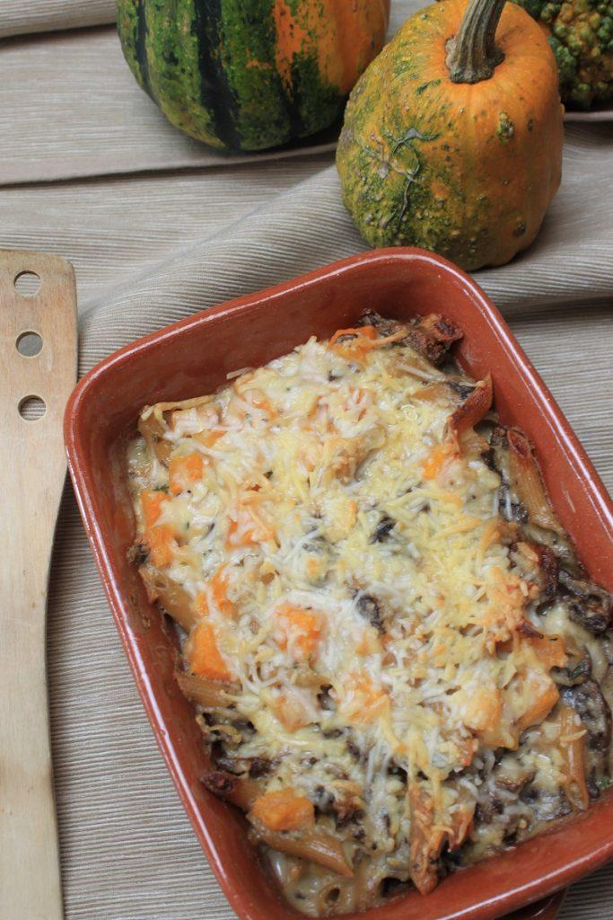 Mac and cheese met pompoen, gemengde paddenstoelen en drie kazensaus van Foodblog Foodinista