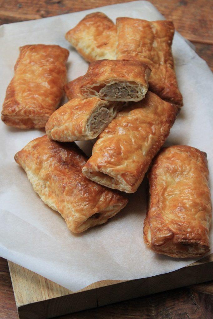 Saucijzenbroodjes maken hoe doe je dat recept Foodblog Foodinista