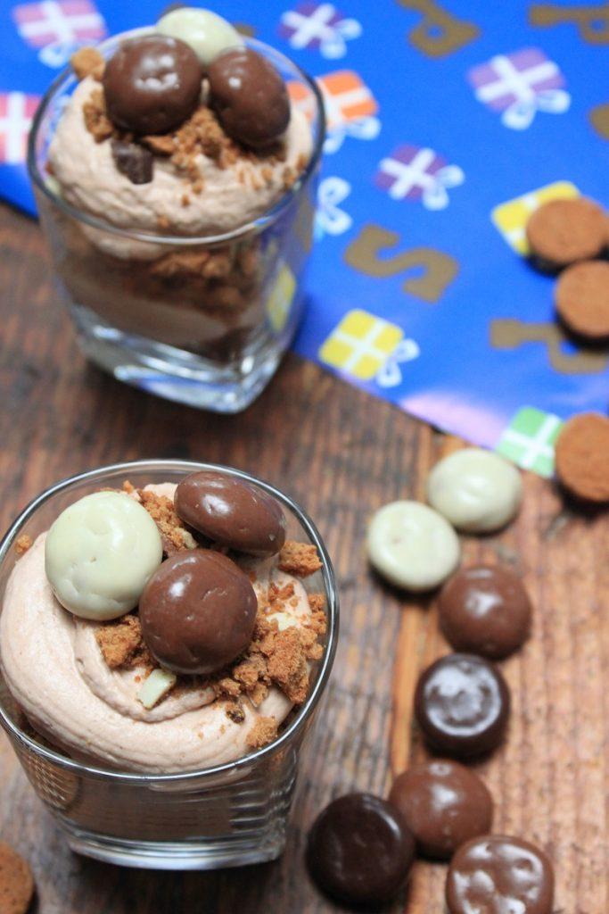 SInterklaas cheesecake in glas recept met chocolade, speculaas en kruidnootjes van Foodblog Foodinista