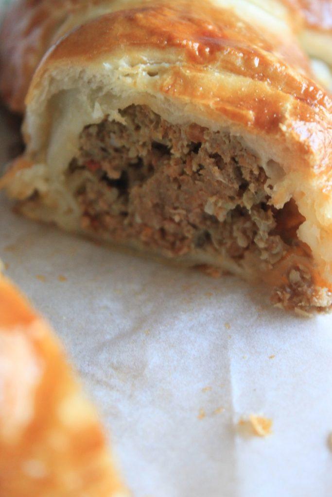 Binnenkant hartige banketletter met gekruid gehakt recept van Foodblog Foodinista