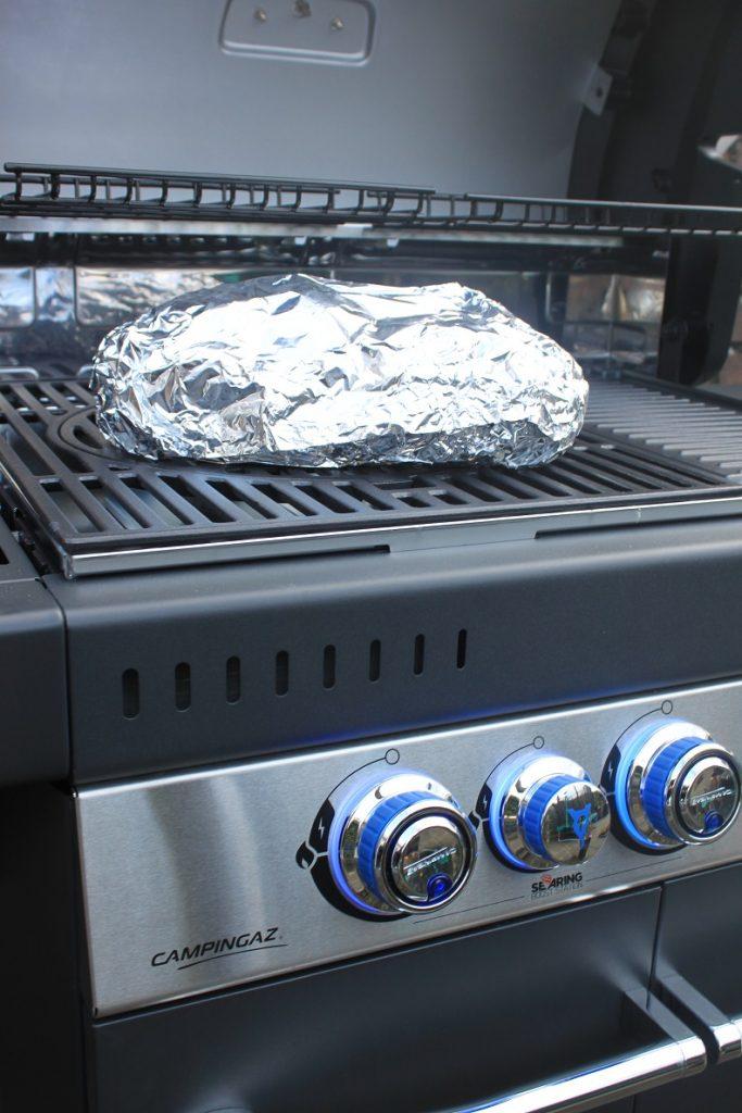 Campingaz getest - Borrelbrood met kaas, ham en knoflookboter van de barbecue recept van Foodblog Foodinista