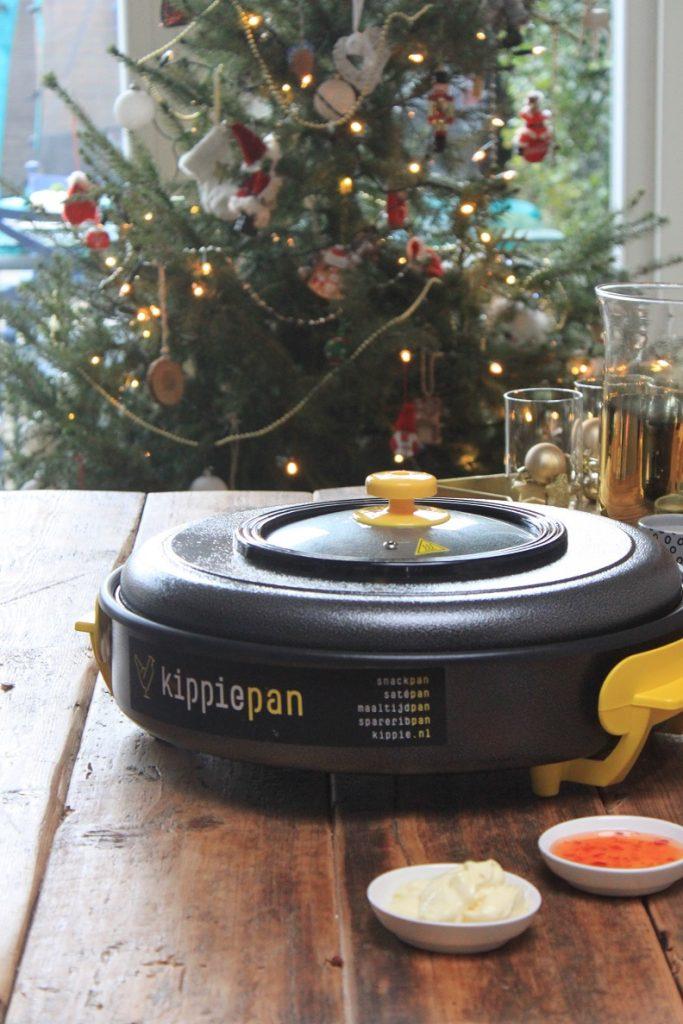 Relaxed buffetje bij de kerstboom samenstellen met de Kippie snackpan XL tips voor de feestdagen van Foodblog Foodinista