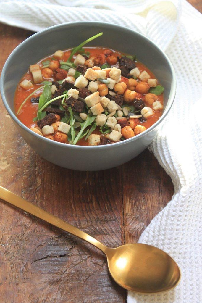 Recept Geroosterde paprikasoep met chorizo en kikkererwten van Foodblog Foodinista