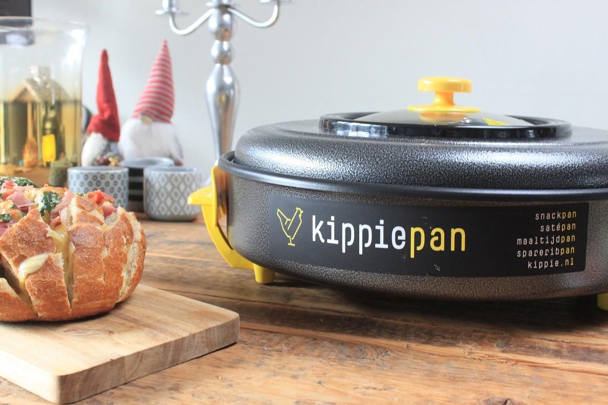 Borrelen bij de kerstboom met Kippie snackpan XL borrelhapjes tips van Foodblog Foodinista