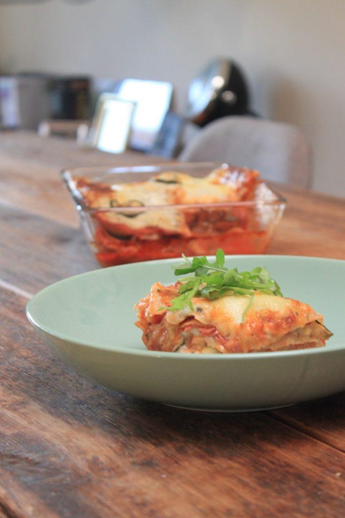 Recept voor tv avondje Lasagne met courgette en salami recept van Foodblog Foodinista