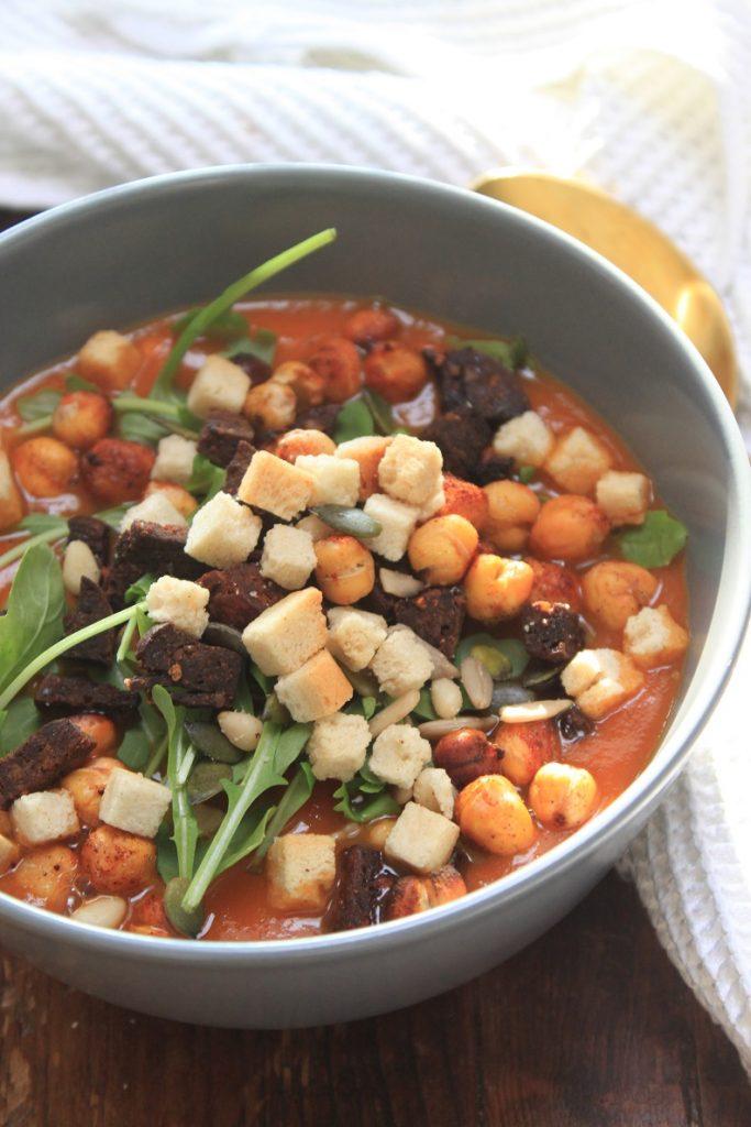 Soep recept met paprika, chorizo en kikkererwten van Foodblog Foodinista