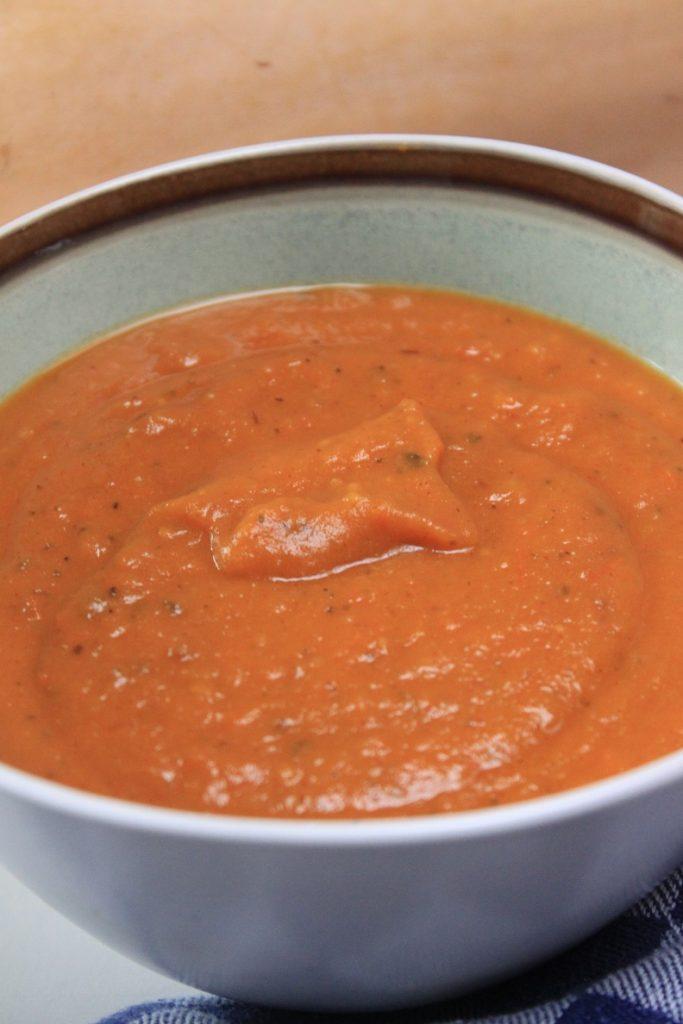 Soep recept met geroosterde tomaten en geroosterde pompoen van Foodblog Foodinista