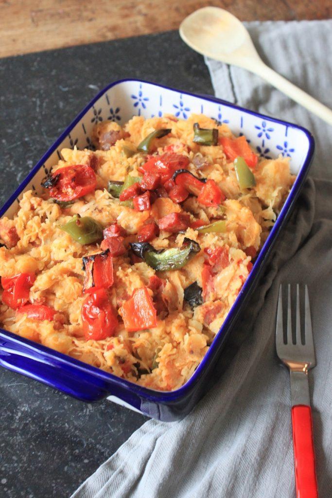Zuurkoolstamppot met chorizo en geroosterde tomaatjes en paprika recept van Foodblog Foodinista