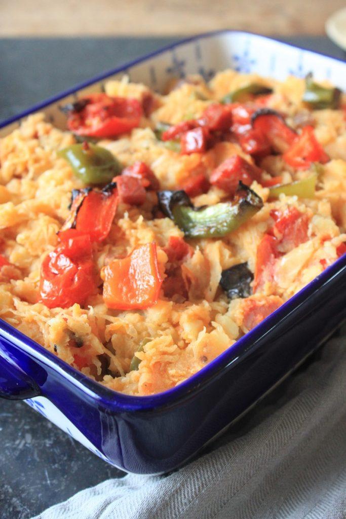 Stamppot zuurkool met chorizo, tomaatjes en paprika van Foodblog Foodinista
