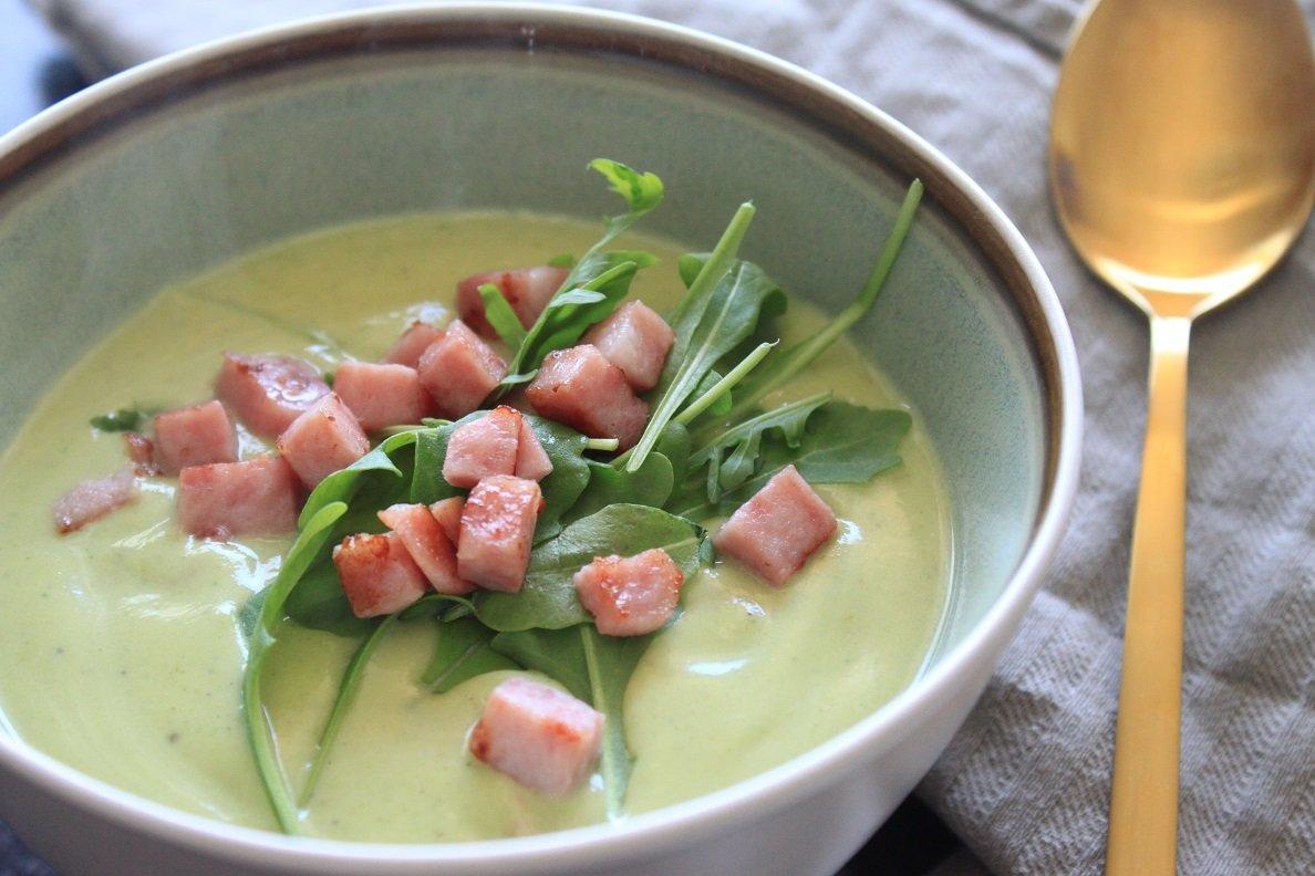 Recept voor Broccoli-bloemkoolsoep met hamblokjes en rucola van Foodblog Foodinista